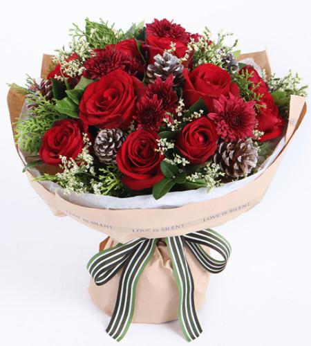 圣诞红--红玫瑰11枝,银色松果5个