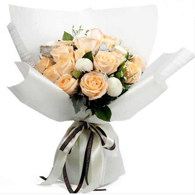 珍惜- 19朵香槟玫瑰,搭配8枝白色乒乓菊,银叶菊、满天星