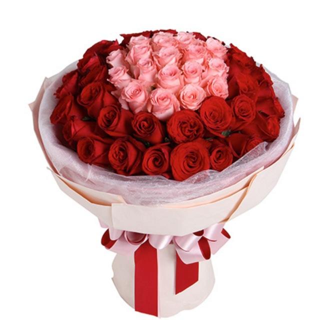 爱上你的那一刻--玫瑰50枝:戴安娜粉玫瑰19枝,红玫瑰31枝
