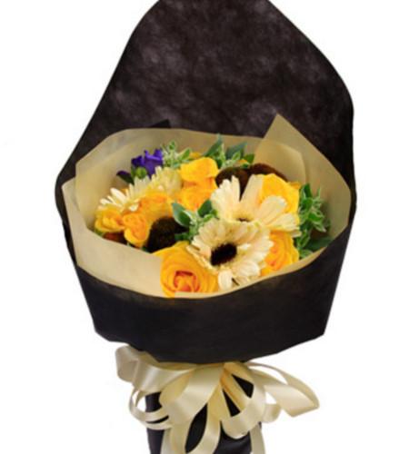 月亮惹的祸--黄玫瑰11枝、5枝香槟色太阳花