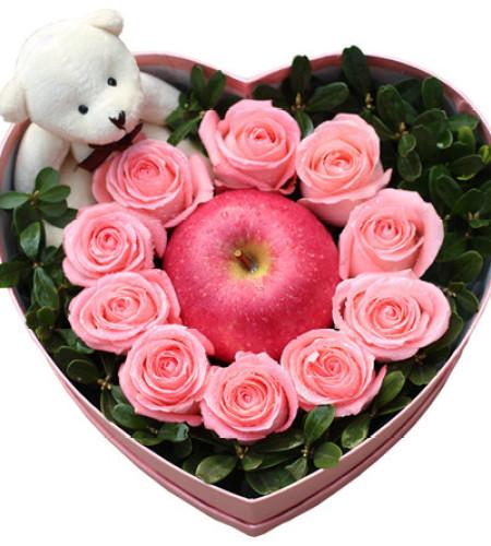 圣诞花盒F--10枝粉玫瑰+1个苹果+1个公仔