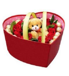 圣诞花盒G--18枝红玫瑰+12个费列罗+1个公仔
