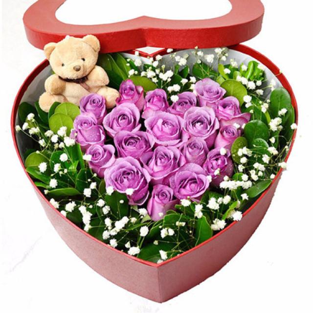 圣诞花盒I--19枝紫色玫瑰+1个公仔