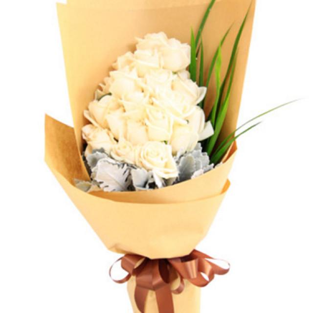 拥抱爱情--白玫瑰29枝