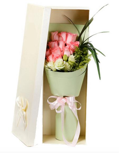 粉玫瑰加白色洋桔梗