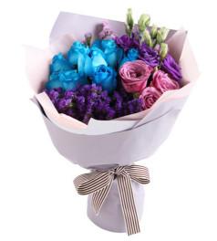 美妙时刻--蓝玫瑰(昆明产,人工染色)9枝,紫玫瑰3枝,紫色桔梗3枝