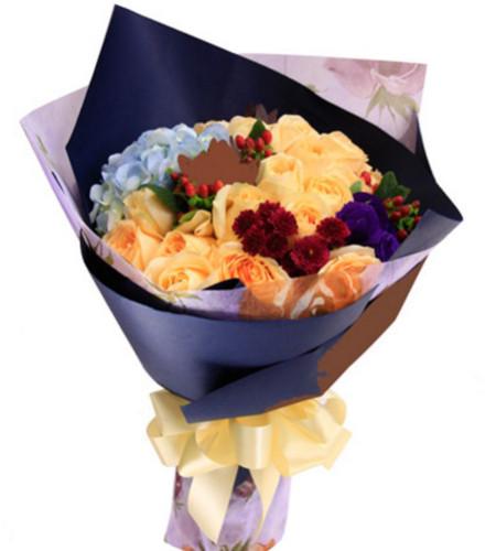 萦绕心头--香槟玫瑰19枝,浅蓝色绣球一枝