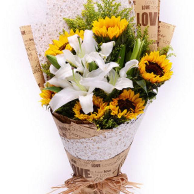 想念来临--6枝向日葵,2枝白色香水百合