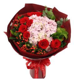 眼底柔情--9枝红玫瑰、2枝粉绣球