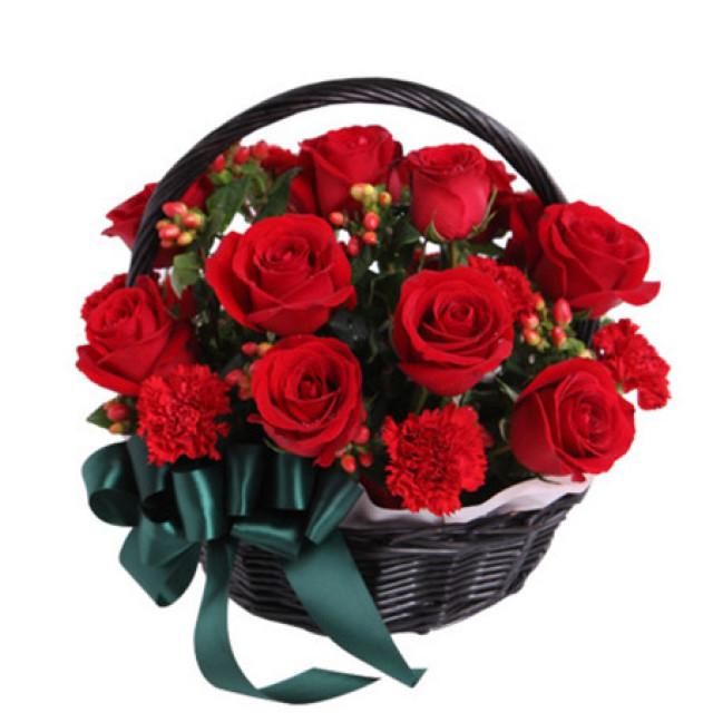 热切期盼--红玫瑰12枝,红康乃馨12枝