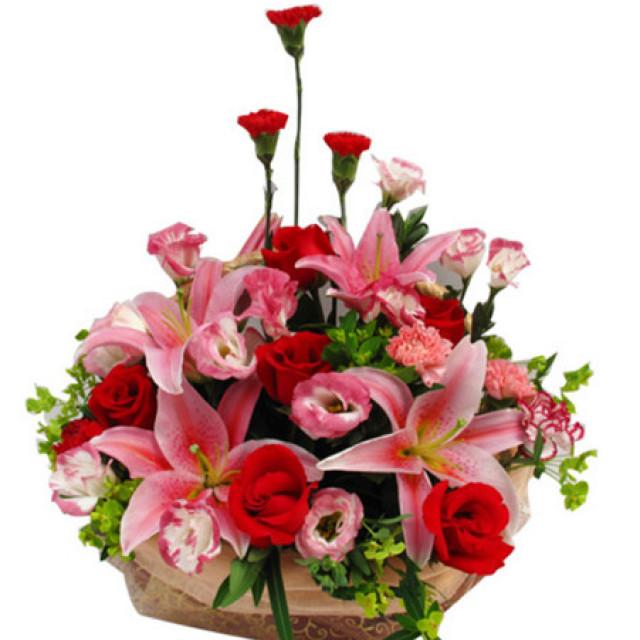 印记--康乃馨6枝,红玫瑰7枝,多头粉香水百合2枝