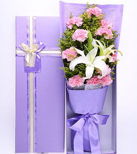 11枝粉色康乃馨+1枝白色百合花盒1-2.jpg